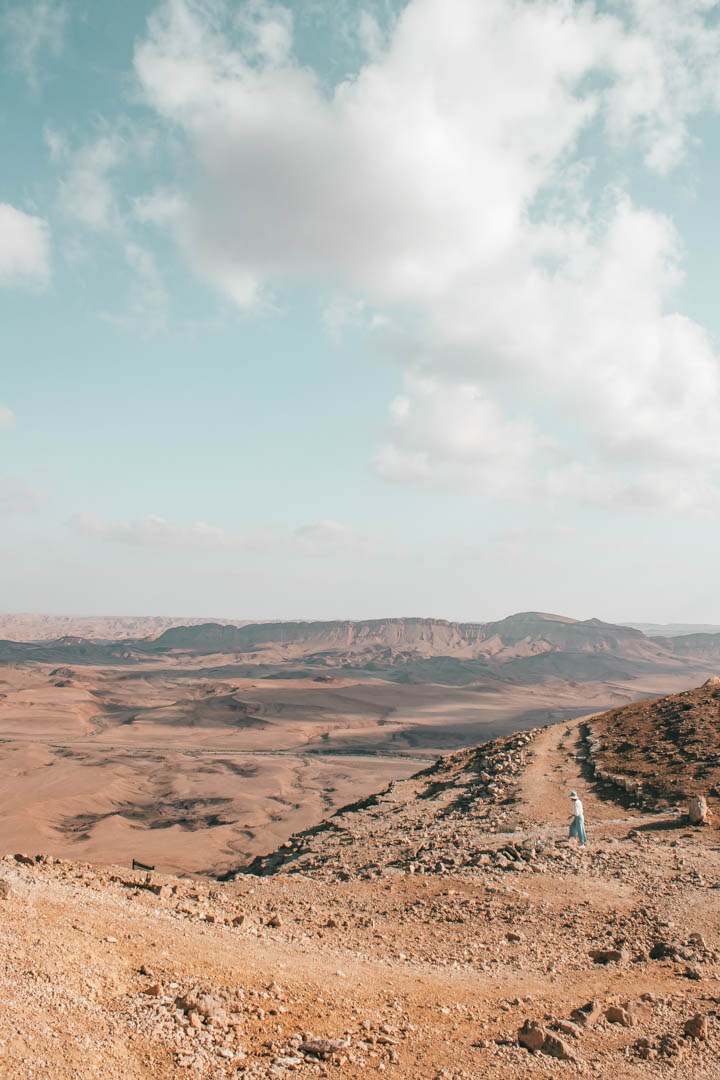 desert, negev, ramon crater, mitzpe ramon, desert landscape, desert view, woman in the desert