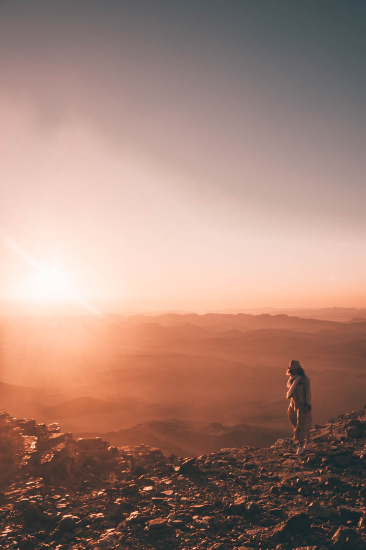 desert, negev, ramon crater, mitzpe ramon, desert landscape, desert view,, desert sunset, woman in the desert