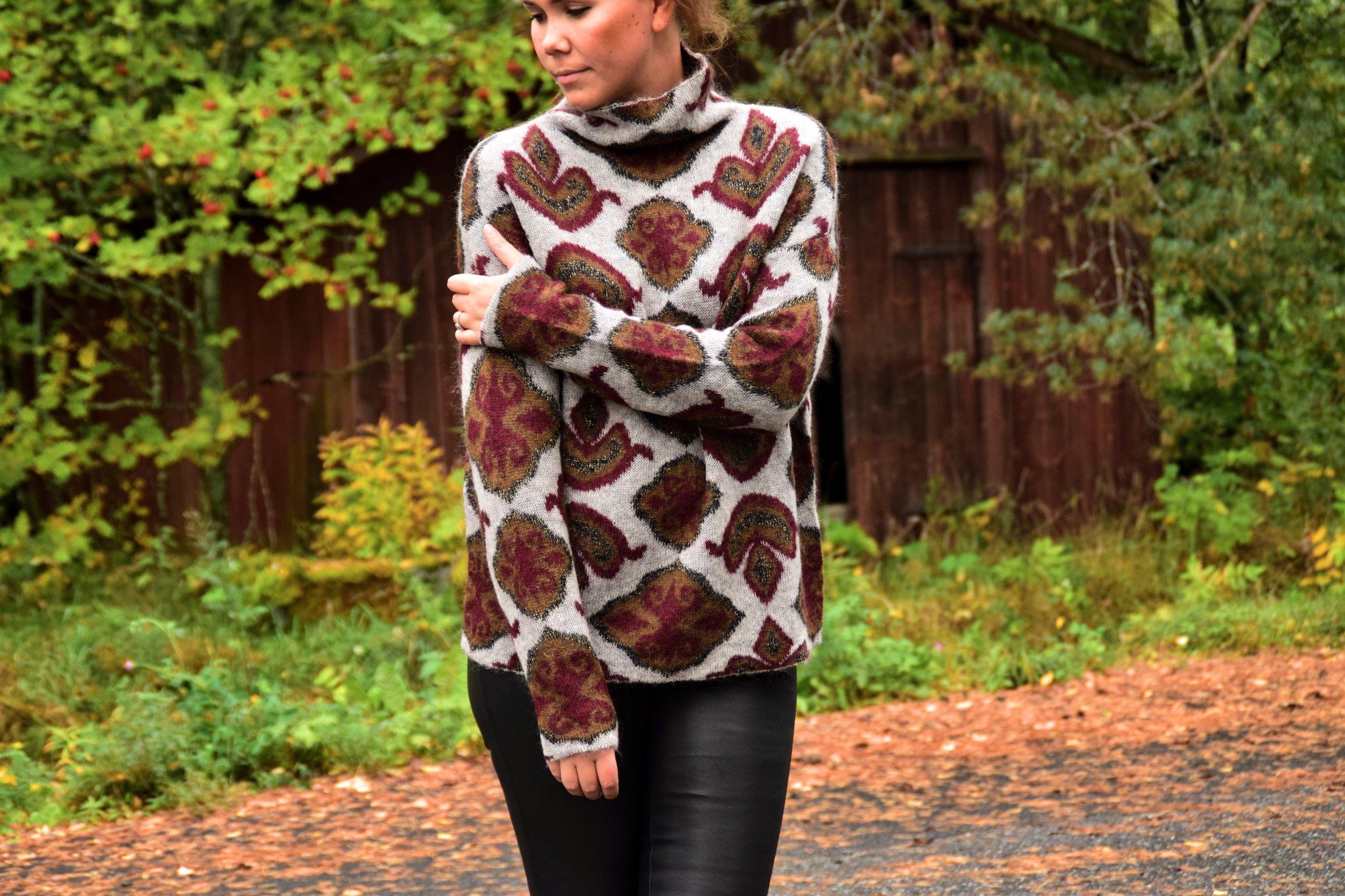 By Malene Birger Elenasoo Trousers 745 € / Day by Birger et Mikkelsen Sweater 280 €