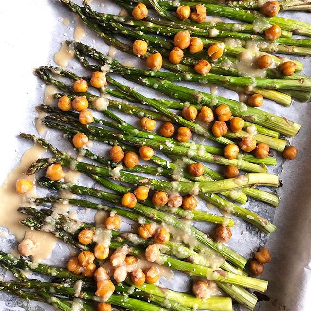 Spring asparagus at its finest! Here's a great side dish or main meal for you to try out: Roasted asparagus with spicy roasted chick peas and a tahini drizzle... so easy! So yum! Recipe link in bio... 😋⠀ .⠀ .⠀ .⠀ .⠀ #food #yummy #spring #veggies #vegetables #personaltrainer #healthcoach #wellness #weightloss #eatclean #eat #foodie #delish #instagood #instafood #protein #sidedish #vegetarian #dinner #hoemmade #recipe #asparagus