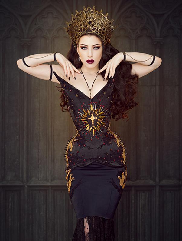 Photographer: Iberian Black Arts  Model: Threnody In Velvet  Headpiece: Pendulous Threads UK
