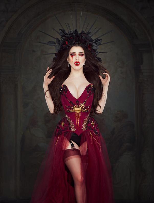 Photographer: Iberian Black Arts  Model: Threnody In Velvet  Headpiece: Lory Sun Artistry
