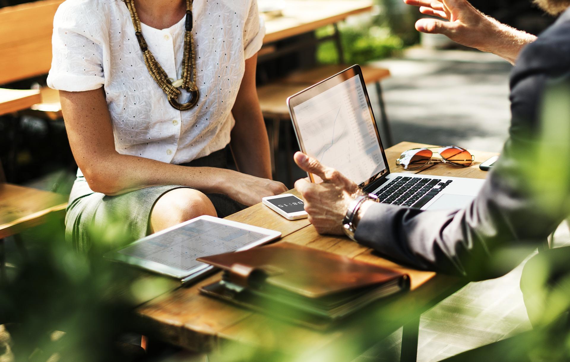 El business coaching no es una reunión, es un programa diseñado para desafiar, mejorar y apoyar las acciones, pensamientos y creencias del participante