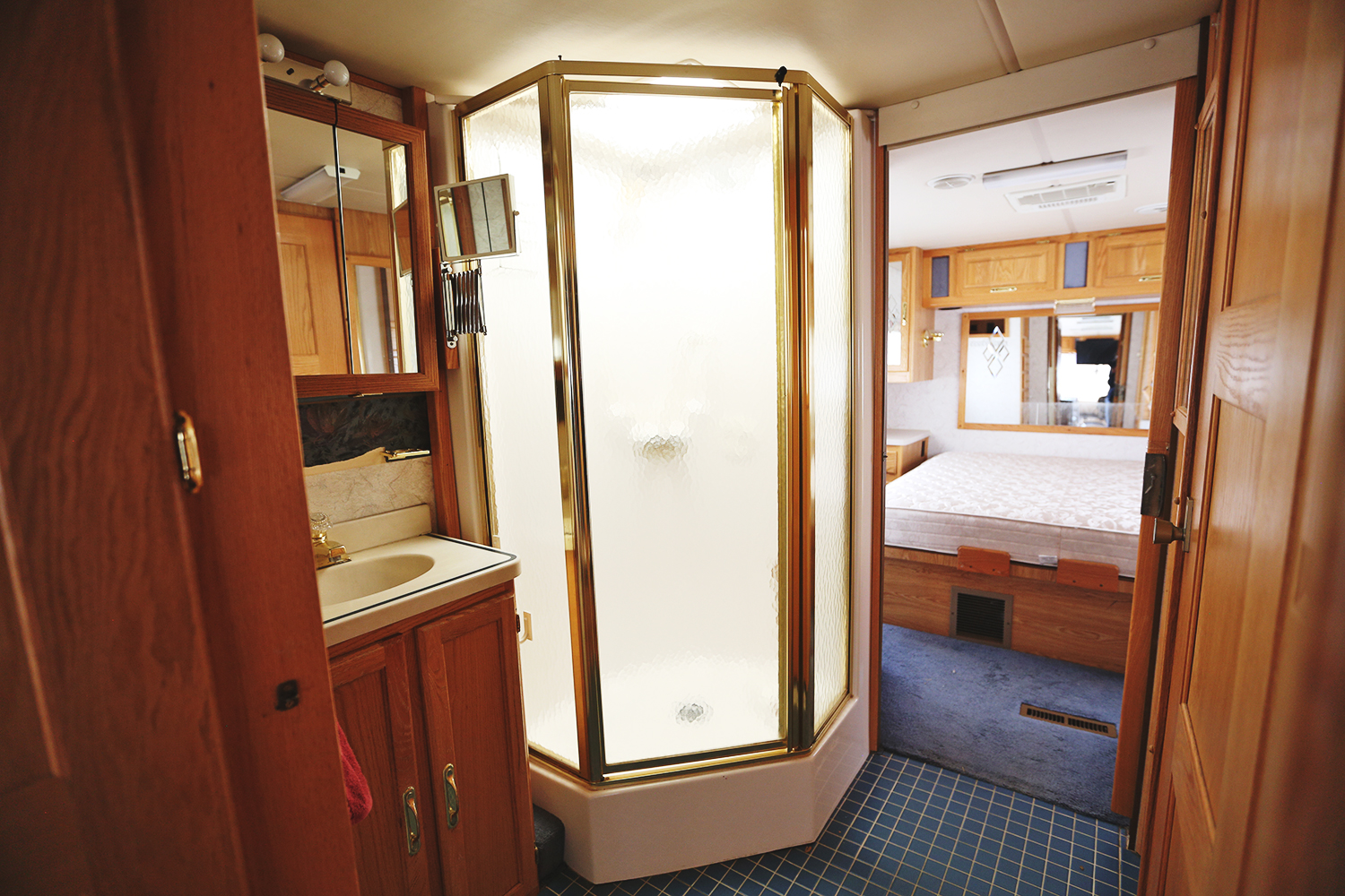 Serenica Landship: Bathroom suite // Shower and vanity