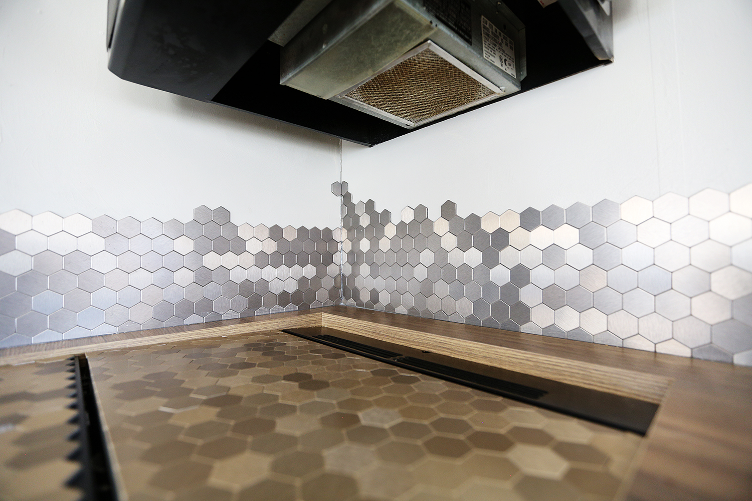 Detail of the backsplash; also used the same backsplash, but in champagne color, for the top of Cookie, our cooking stove.