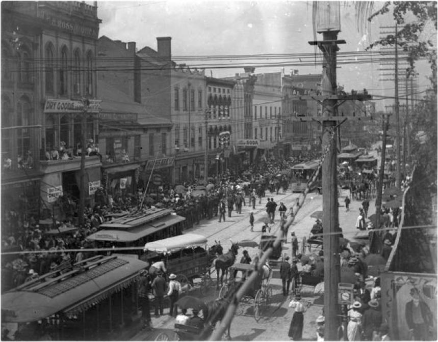 Shopping on North Limestone - 1920;courtesy: Kentucky Digital Library