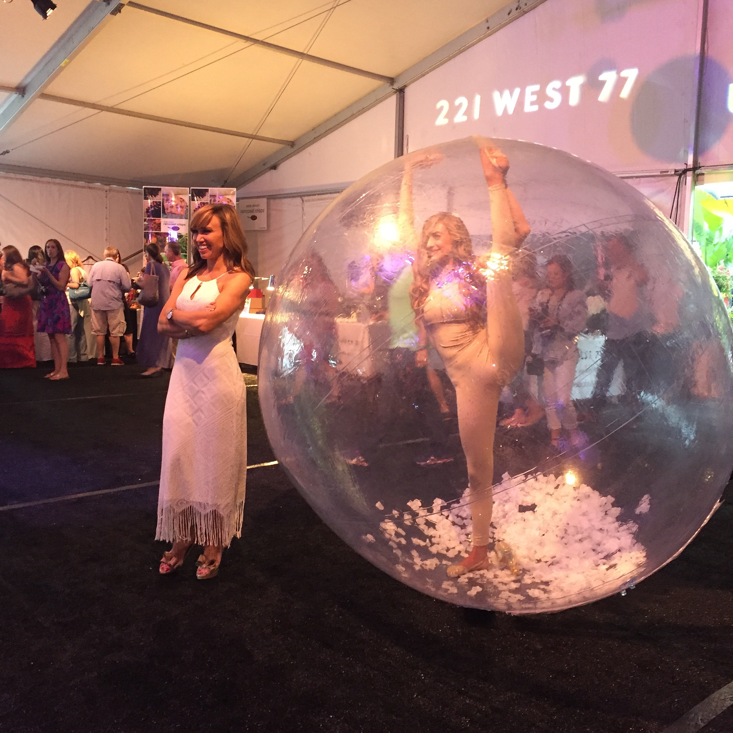 Sara Gore and Cirque Central Bubble Acrobat NTUWS 2016.jpg