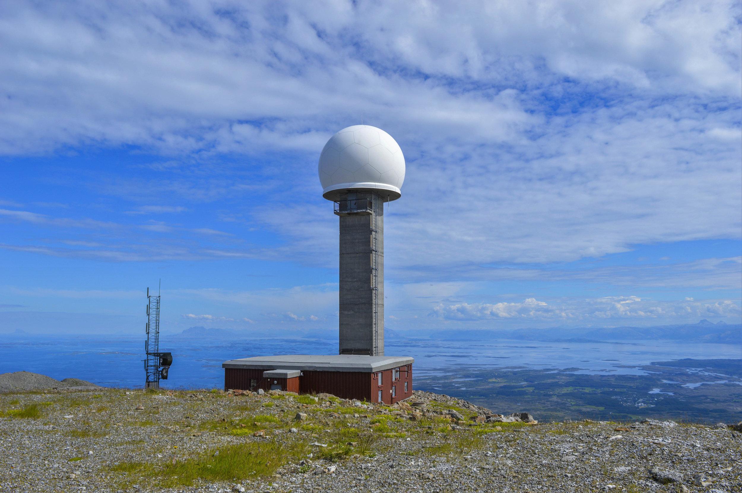 Gullsvågfjellet  (725 moh) Vanskelighetsgrad: Krevende Tid: ca. 3 t. Startsted: Skilt til høyre, like før gondolbanen opp til Gullsvågfjellet. Før toppen av Gullvågfjellet, skilt til hytta Tindbu som er åpen for overnatting. Nøkkel ved hytta.