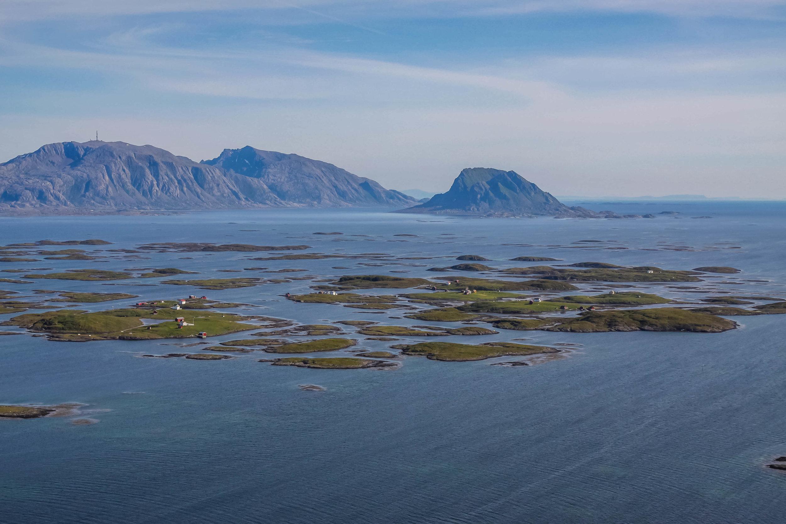 Deler av verdensarvområdet. Her ser dere Hysvær med Vega og Søla i bakgrunnen. Foto: Inge Ove Tysnes.