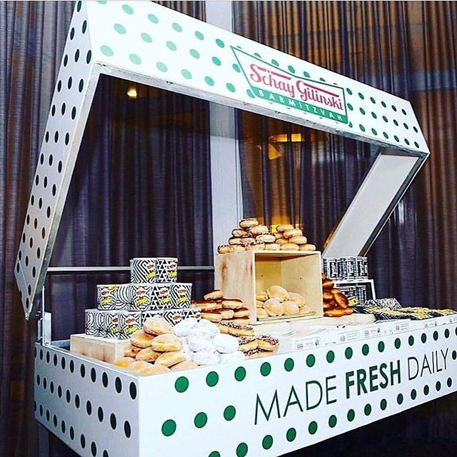 This donut display is too delicious not to share... 📸 @twincitymitzvahs