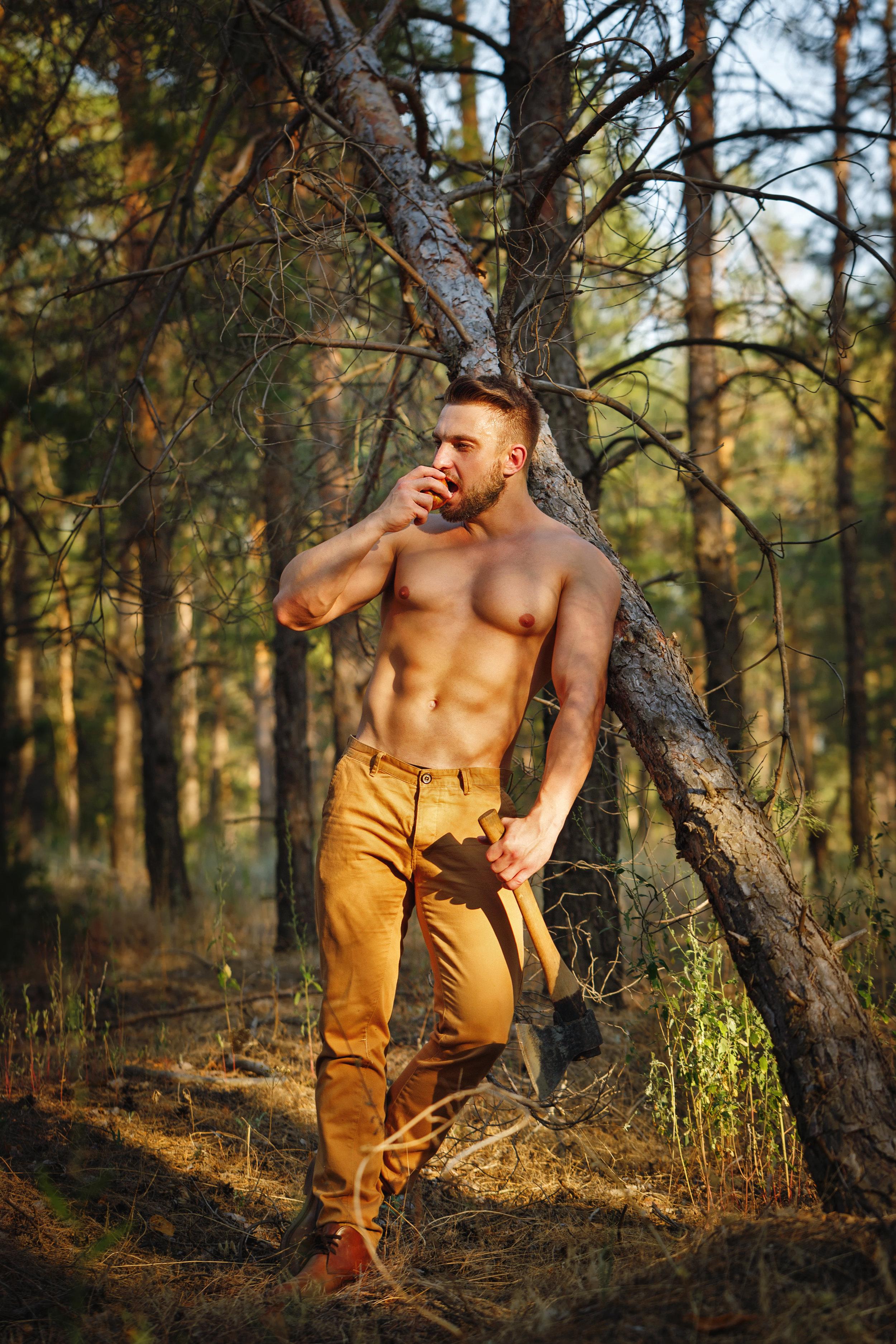 Lumberjack eating an apple.