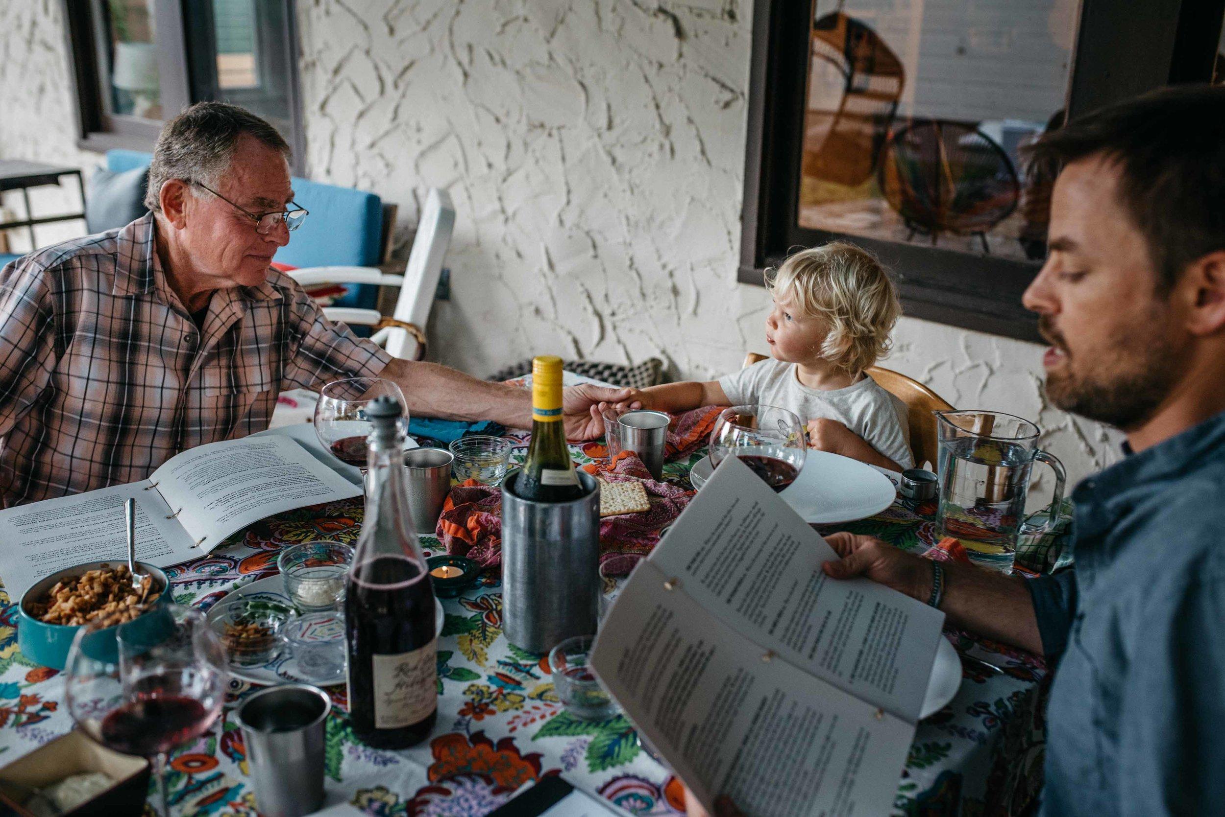 passover-dinner-austin-family-photojournalist-photographer.jpg
