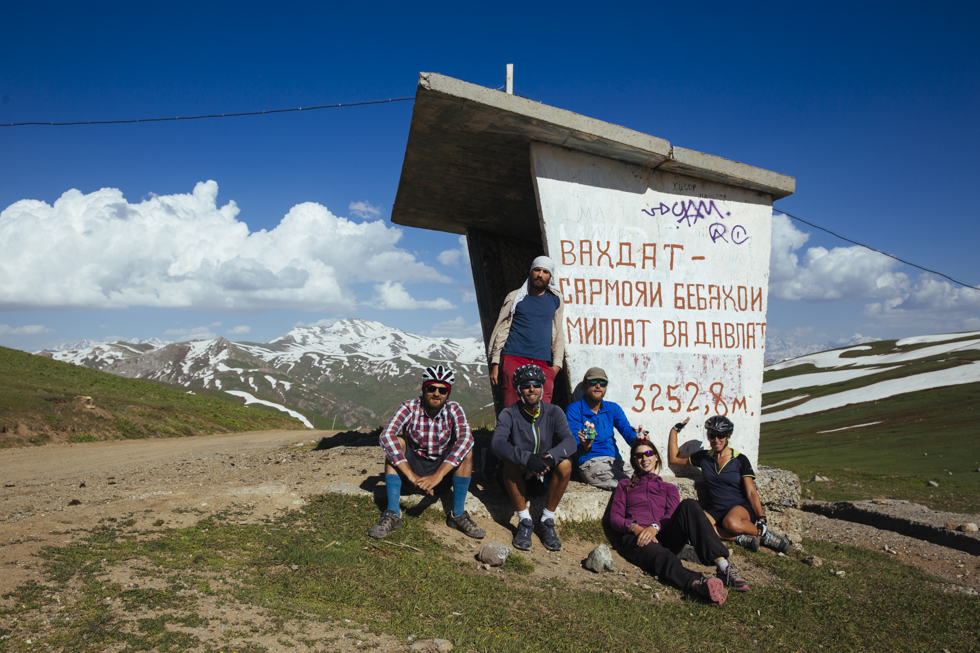 After 1'600m in very steep terrain we reached the Saghirdasht pass that brings us to the border river Panj.