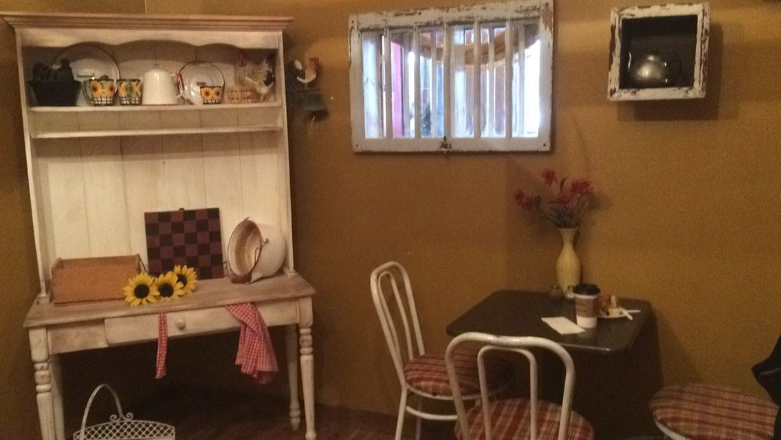 Coffee Cottage, Innisfail. Amazing Cinnamon Buns!