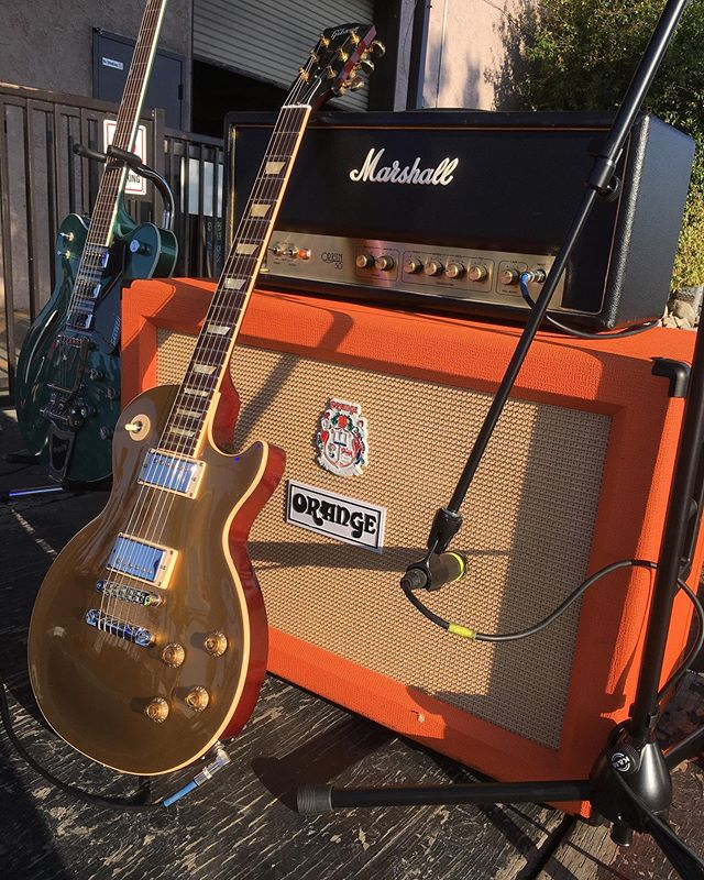Jon's Goldtop @gibsonguitar #lespaul through a @marshallamps_uk head and @orangeamplifiers cab at the @elasticspaceband show 🤤 peep that @officialgretsch creepin'..