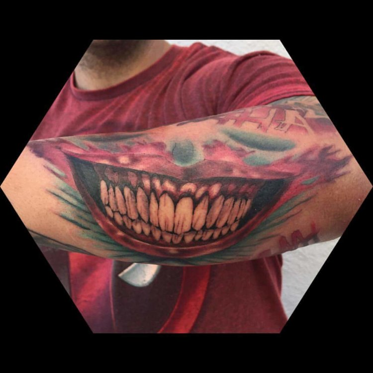 Realistic teeth of a Cheshire cat laughing in color tattoo