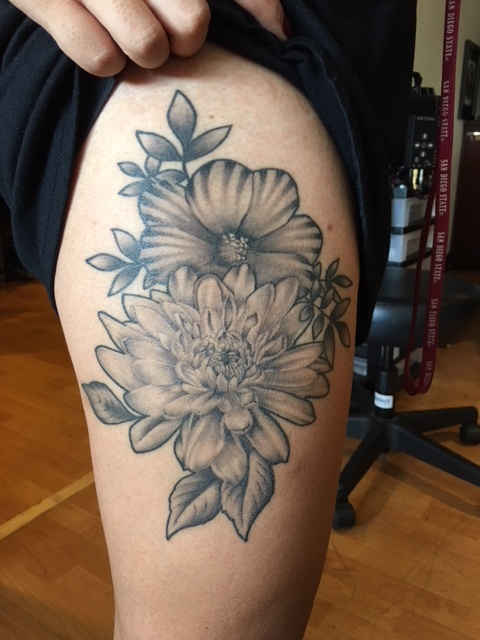 Upper thigh black and gray fine detail flowers tatto.