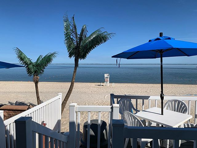 Today's the day you've been waiting for! The Beach Club is open ! By today to enjoy the beautiful weather and dinner while watching the sun go down! ☀️