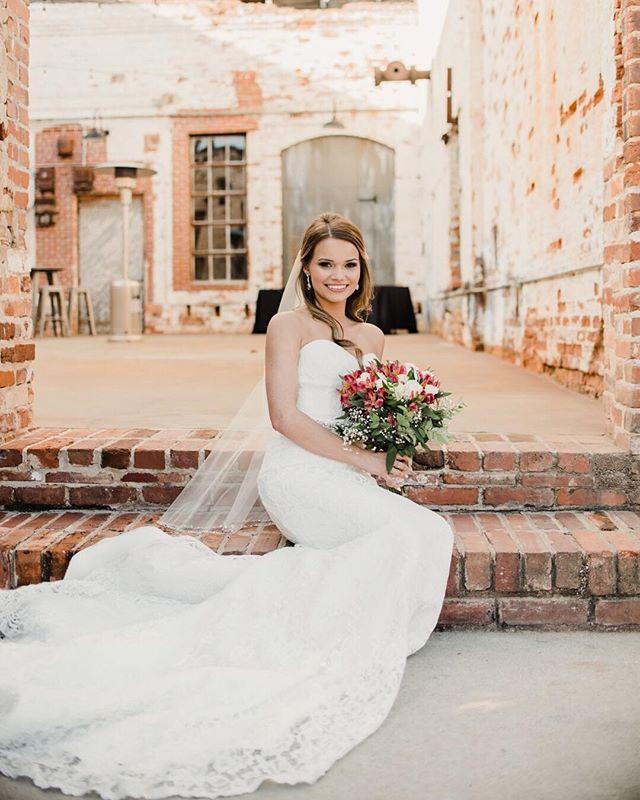 We stand amazed at the beauty of this wedding and how EVERY. SINGLE. SHOT. is perfect! 📸: @katiecoonphotography . . .  #theengineroom #monroega #wedding #weddingvenue #gawedding #industrialchicwedding