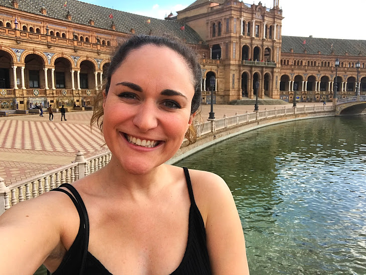 Selfie sans strangers (these s's are coming so naturally!) at the Plaza de Espana right near the Universidad d Sevilla.