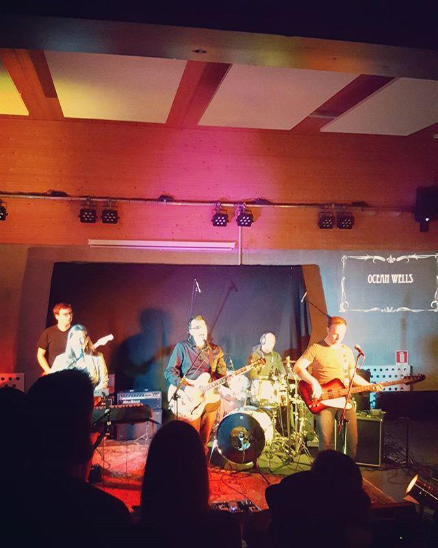 Concertje meepikken in het JOC. Ocean Wells geeft het beste van zichzelf! 🎶🎸#eprelease