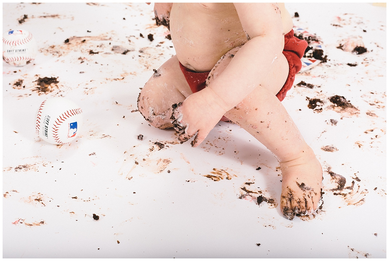 emily-belson-photography-smash-cake-dylan-21.jpg