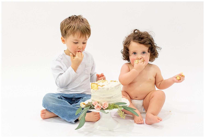 emily-belson-photography-washington-dc-baby-cake-smash-18.jpg