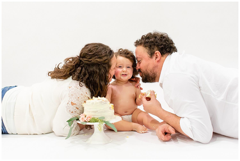 emily-belson-photography-washington-dc-baby-cake-smash-19.jpg