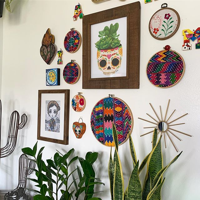 Love this little wall space.  Check my stories for a closer look. 💀🌿💕 #thehappyskullstudio . . . . #happyart #homedecor #myhome #plantlady #plantlife #guatemala #sugarskull #sacredheart #hola #micasita #plantsofinstagram #plantsofinstagram #embroidery
