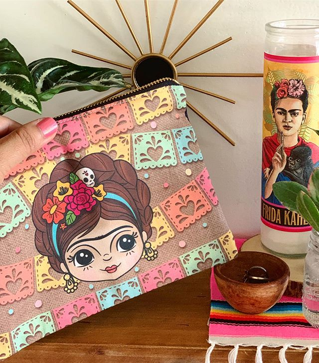 Just added more Frida pouches to my shop. 💕 Link in Bio💕 #thehappyskullstudio . . . . #happyart #frida #fridakahlo #makeup #makeuppouch #papelpicado #zipperpouch #spoonflower #pink #ilovecolor #liveincolor #friducha #vivalavida #designer #latina