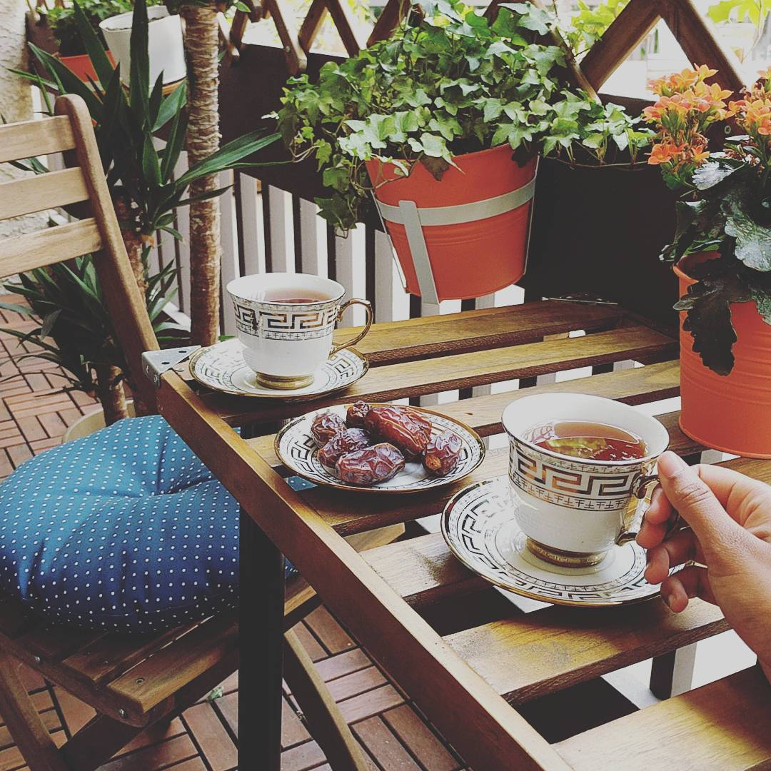 tea-dates.jpg