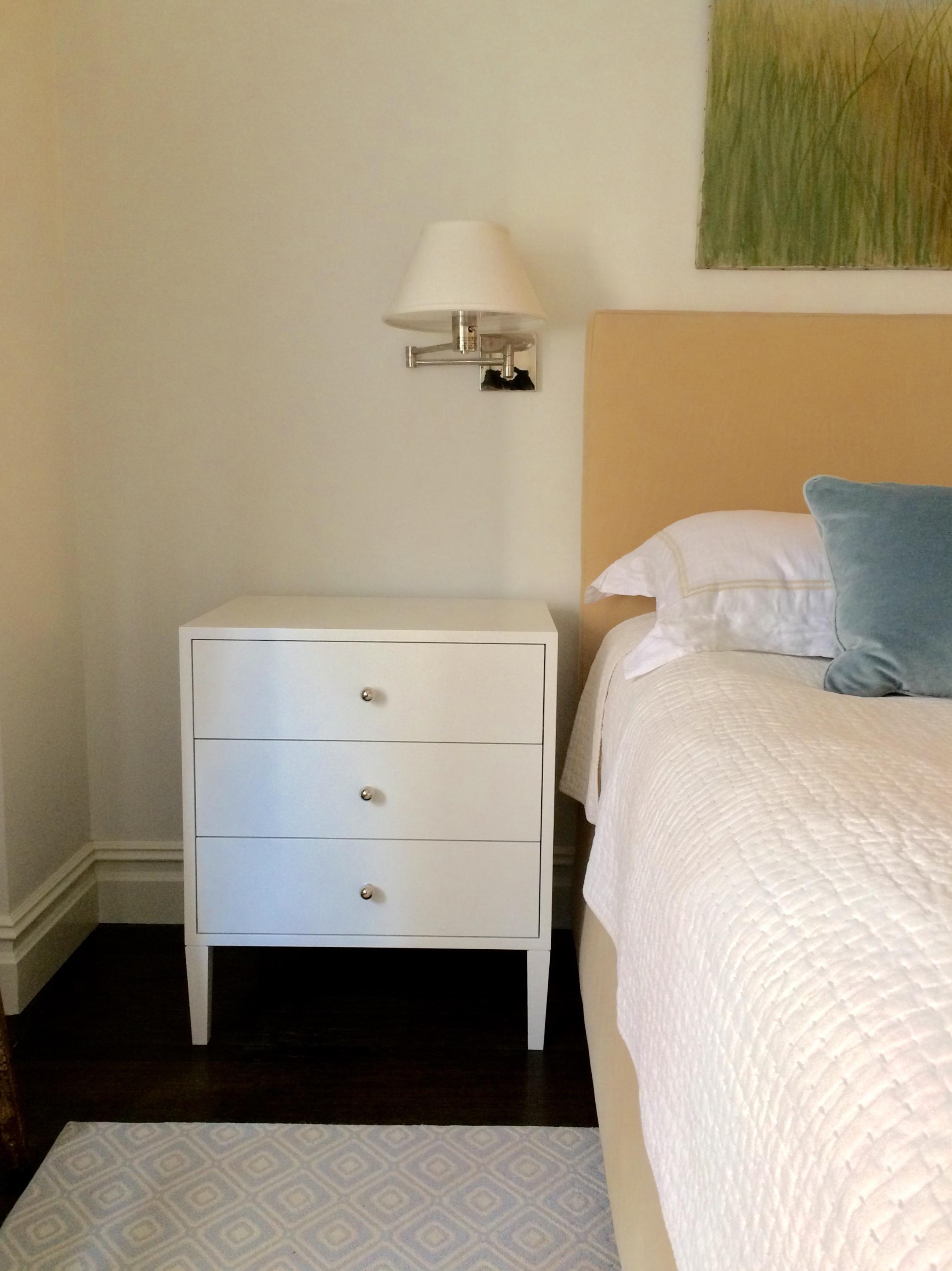 Barrow Bedside Table, Paperwhite Paint, Medium