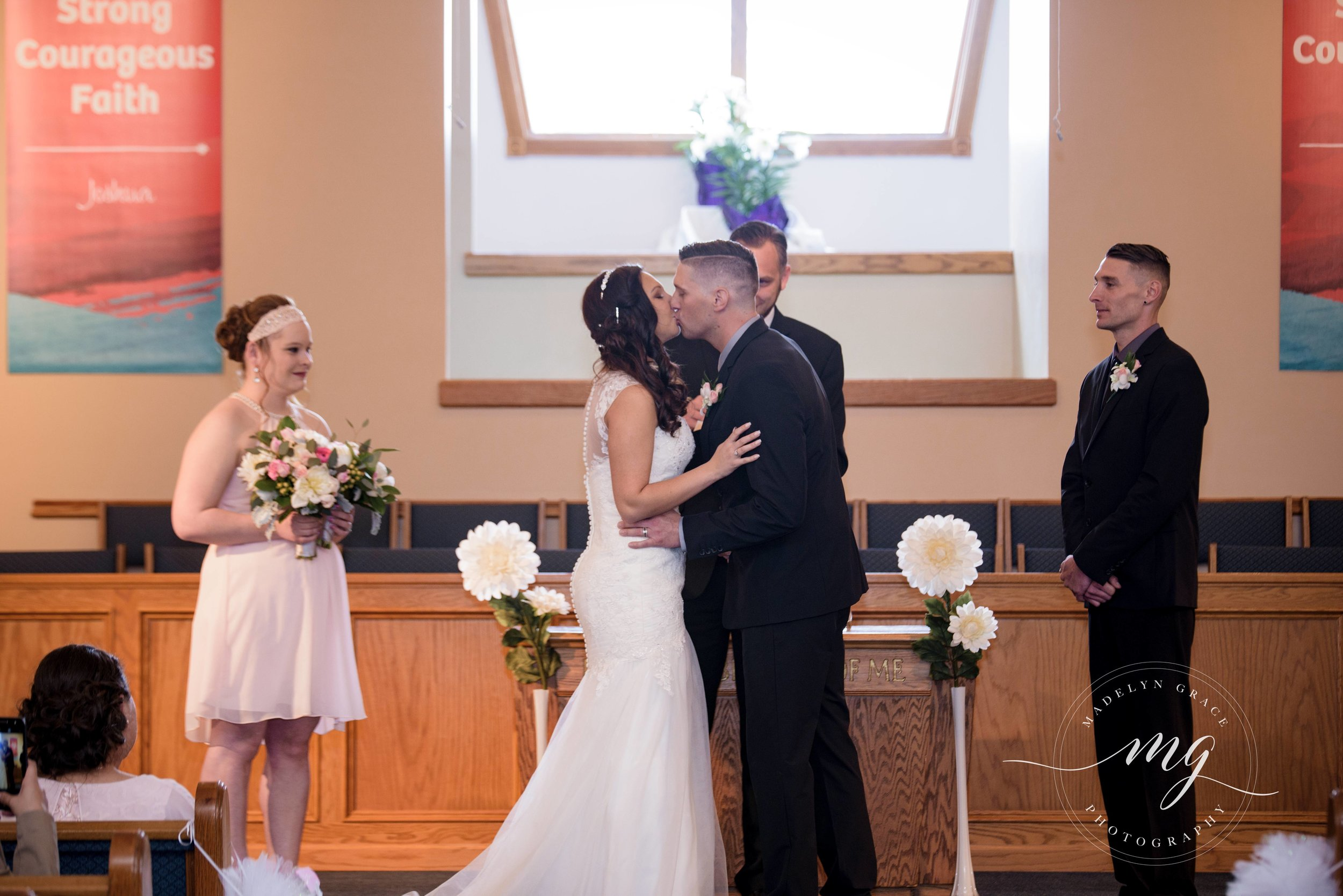 michigan_wedding_photographer_first_kiss.jpg