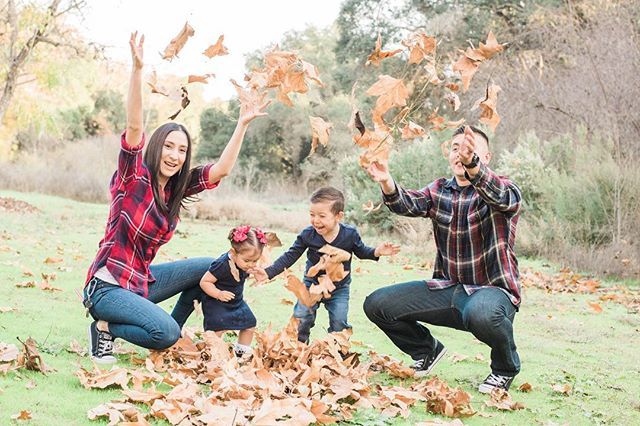 The kids loved playing in the leaves 🍁🤗 had so much fun working with this cute little family! . . . . #ChristmasPhotos #FamilySession #Family #Playing #Leaves #Winter #HolidaySession #Candid #TooMuchFun #TheirStory #TheirMoment #ILoveWhatIDo #Nikon #D810 #Photography