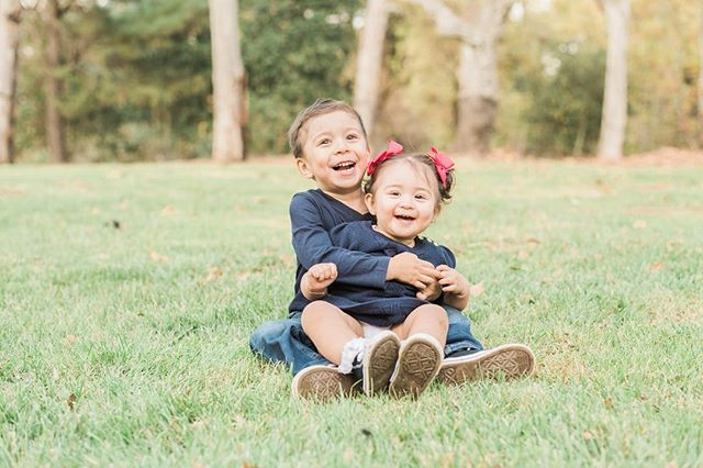 These two had so much fun with their first ever family portrait session🤗 nothing but giggles and and smiles! Book your family session for the new year today! . . . . #FamilySession #ChristmasPortraits #Family #BrotherSister #Siblings #Giggles #Laughing #AllSmiles #Cuties #PlayTime #NaturalLight #Nature #BrightAndAiry #OutdoorPhotography #Outdoors #Nikon #D810 #Photography #ILoveWhatIDo