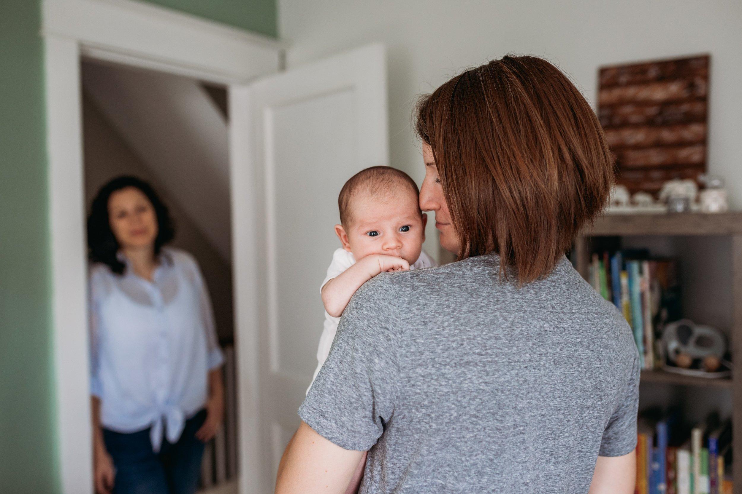 Lifestyle newborn photographer in Philadelphia