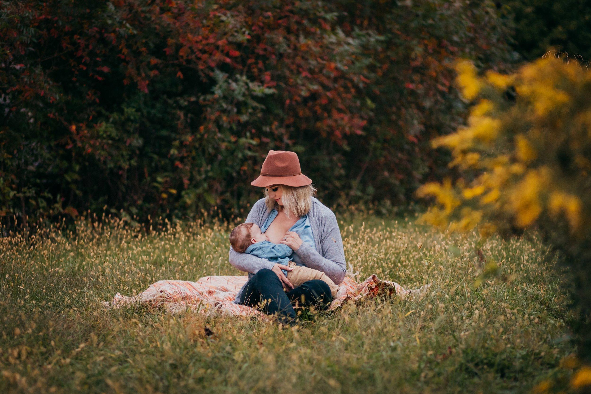 Philadelphia Breastfeeding Photographers _ Desiree Hoelzle Photography