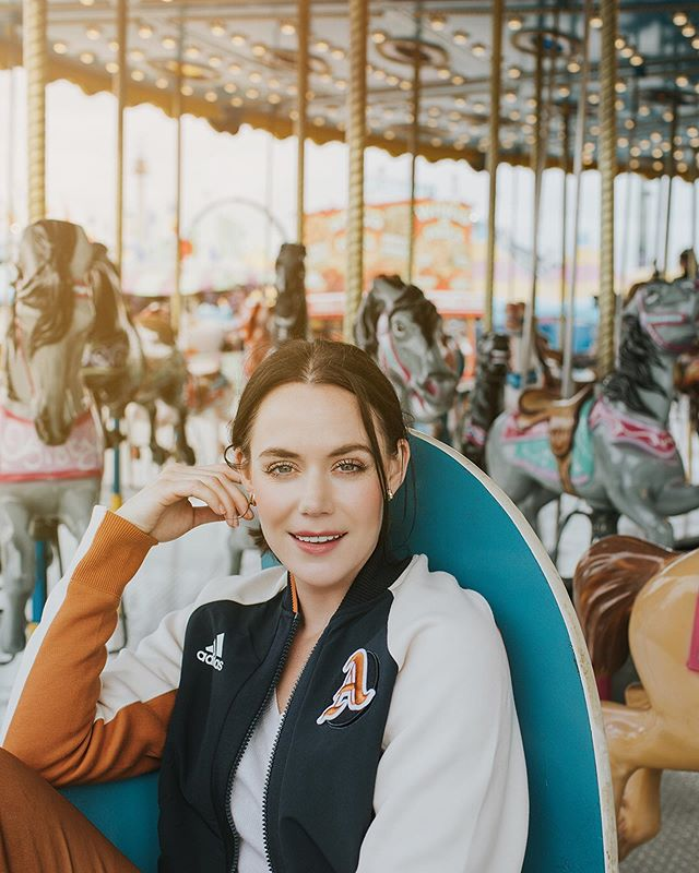 I got to spend an afternoon with this cool cat. Gimme all that cotton candy.  #westernfair2019 #tessavirtue #rocktherink #fallfashion #addidas #lndont #519 #oev #merrygoround