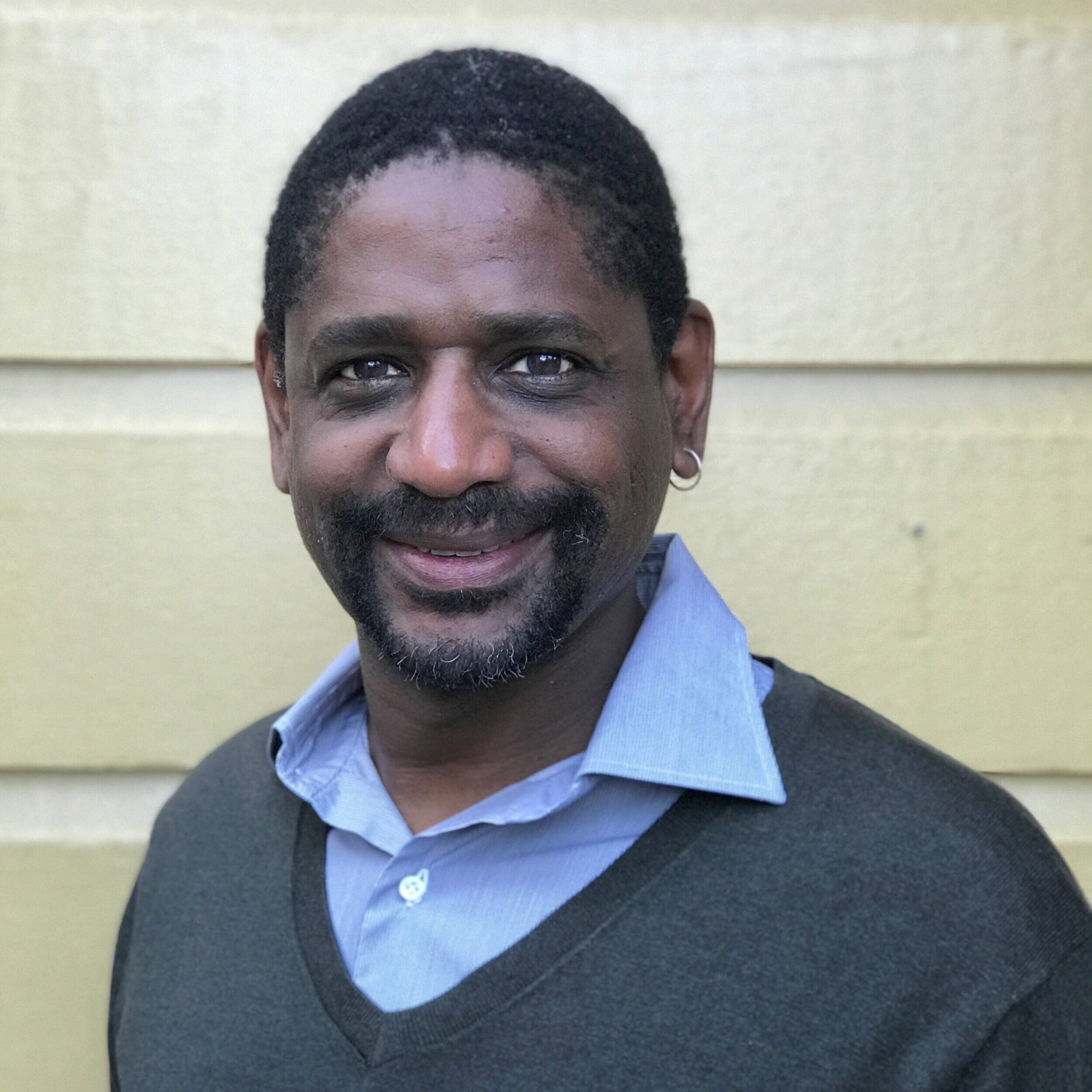 Anthony Mickens   Director Executivo  (415) 551-8482  anthony@seventepees.org