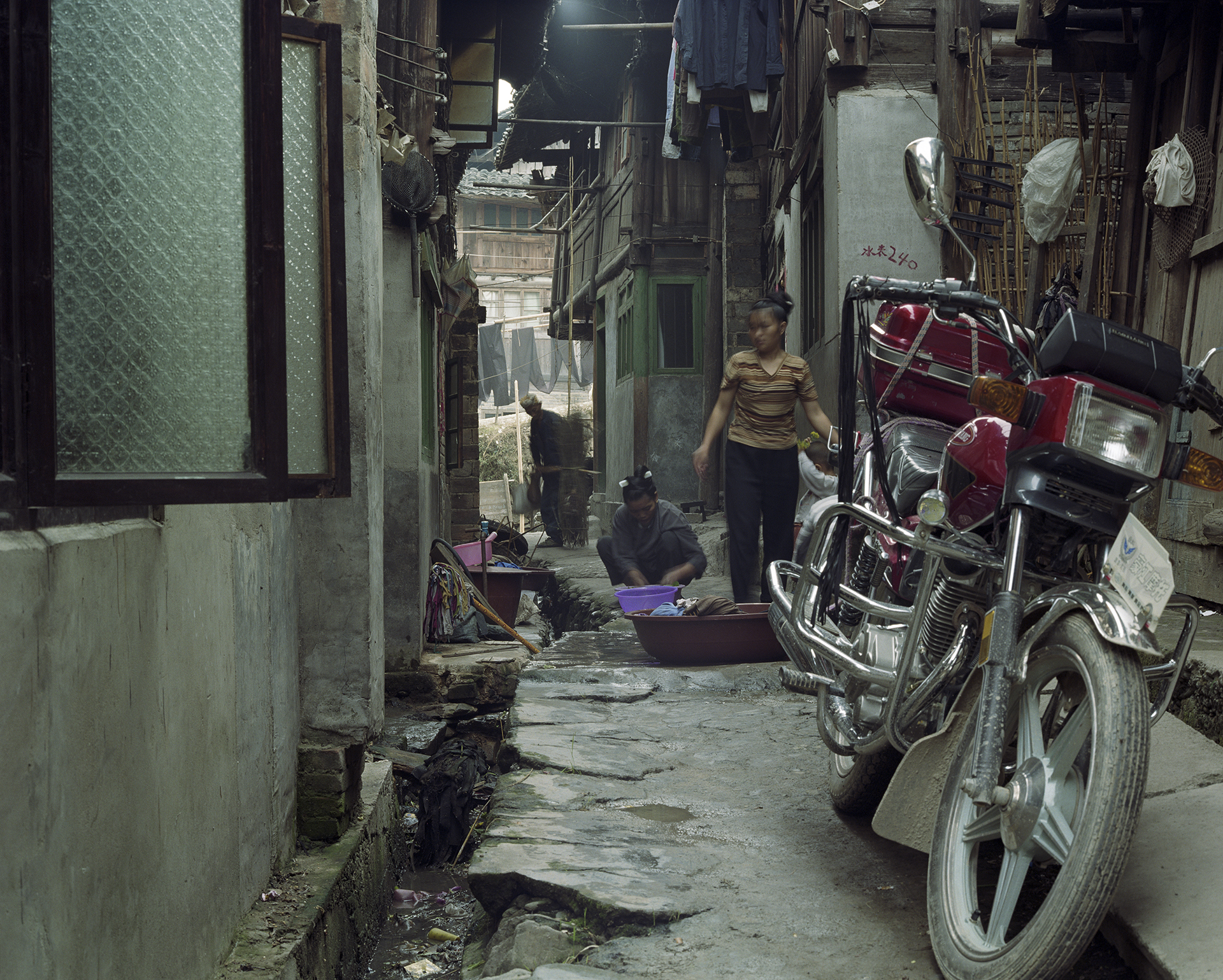 Typical Zhaoxing alley with little space for motorbikes.