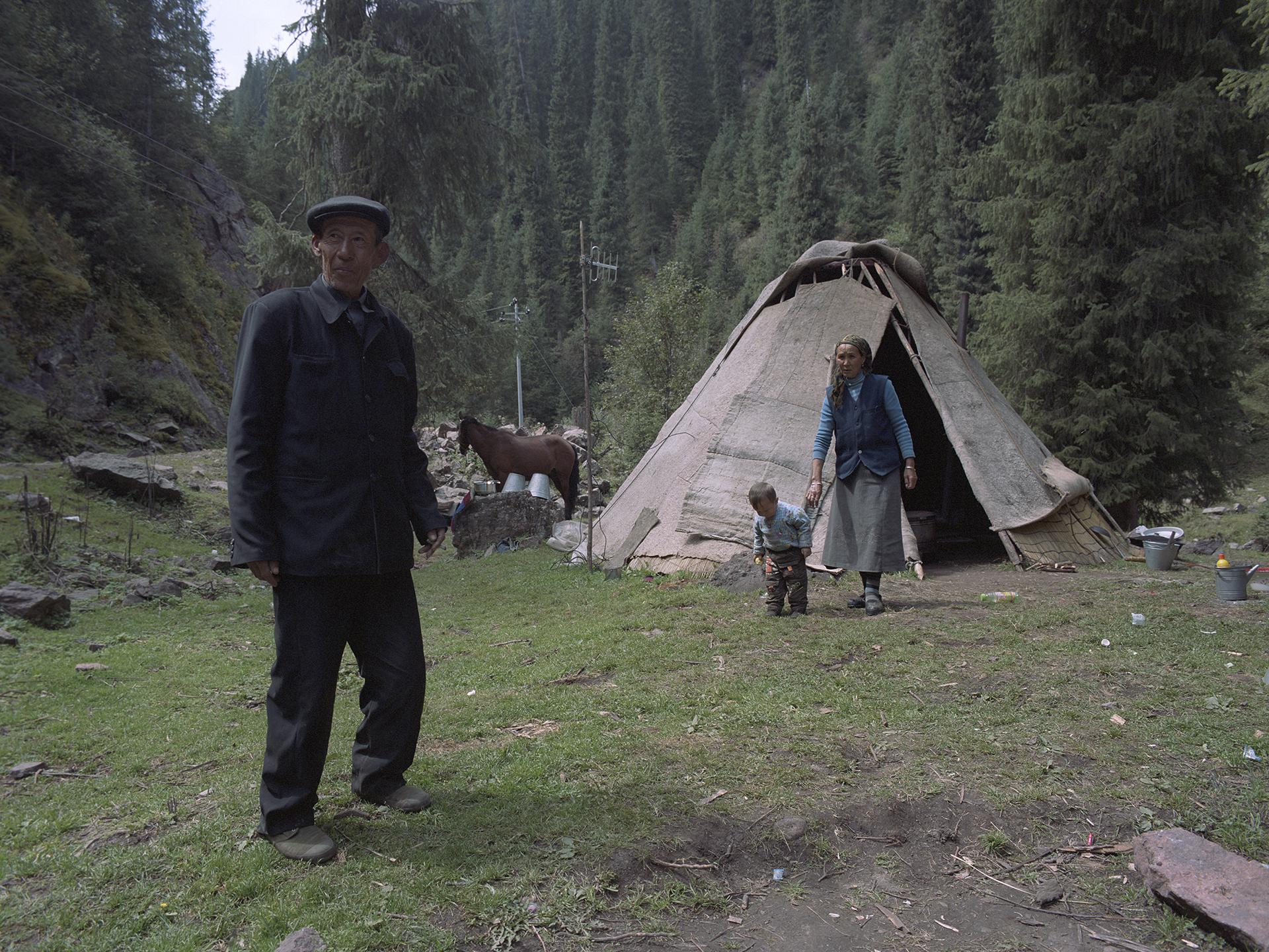 2007 Xinjiang - Luo Ka Si Mi and his family.