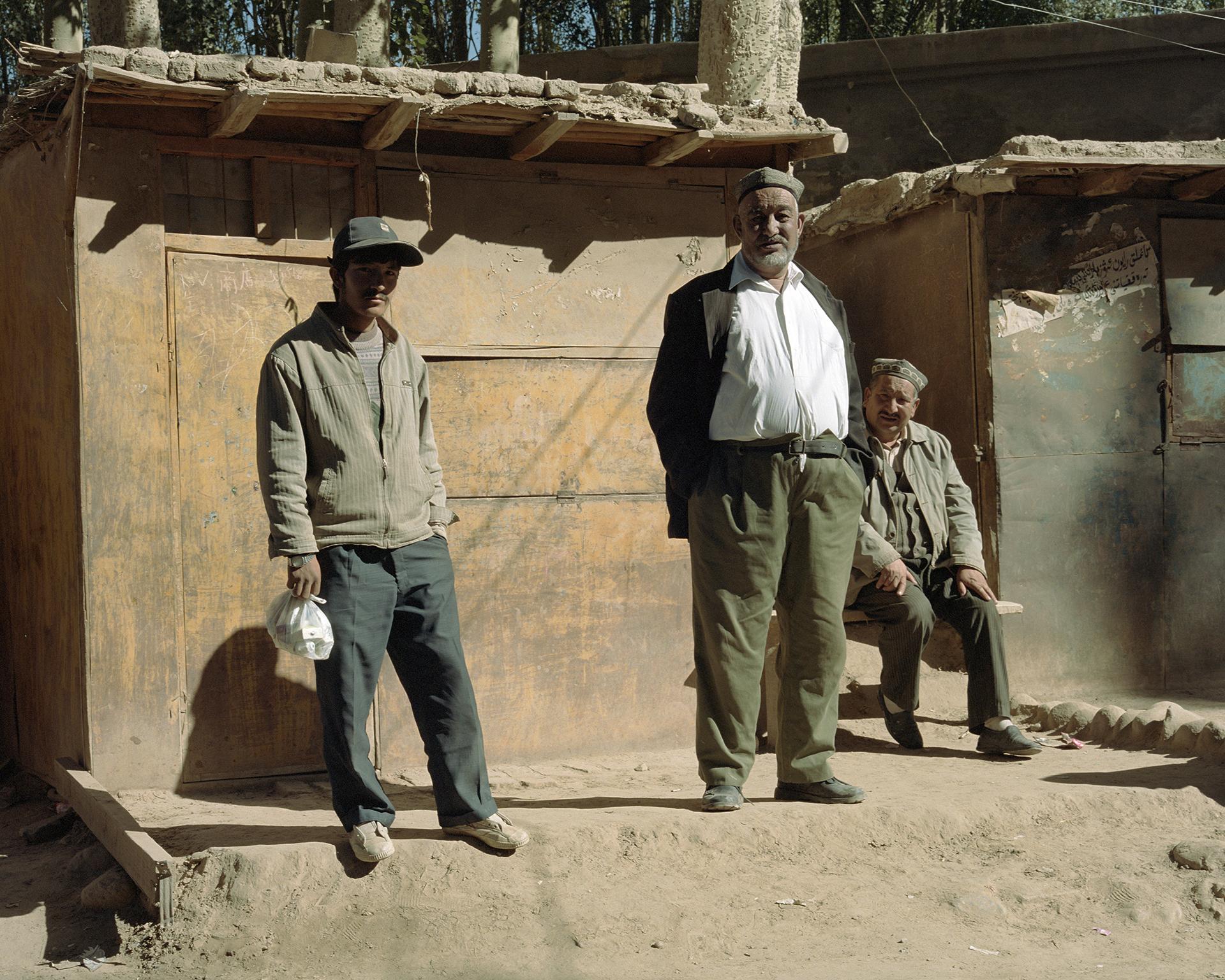 2007 Xinjiang - Buya, the welcome committee.