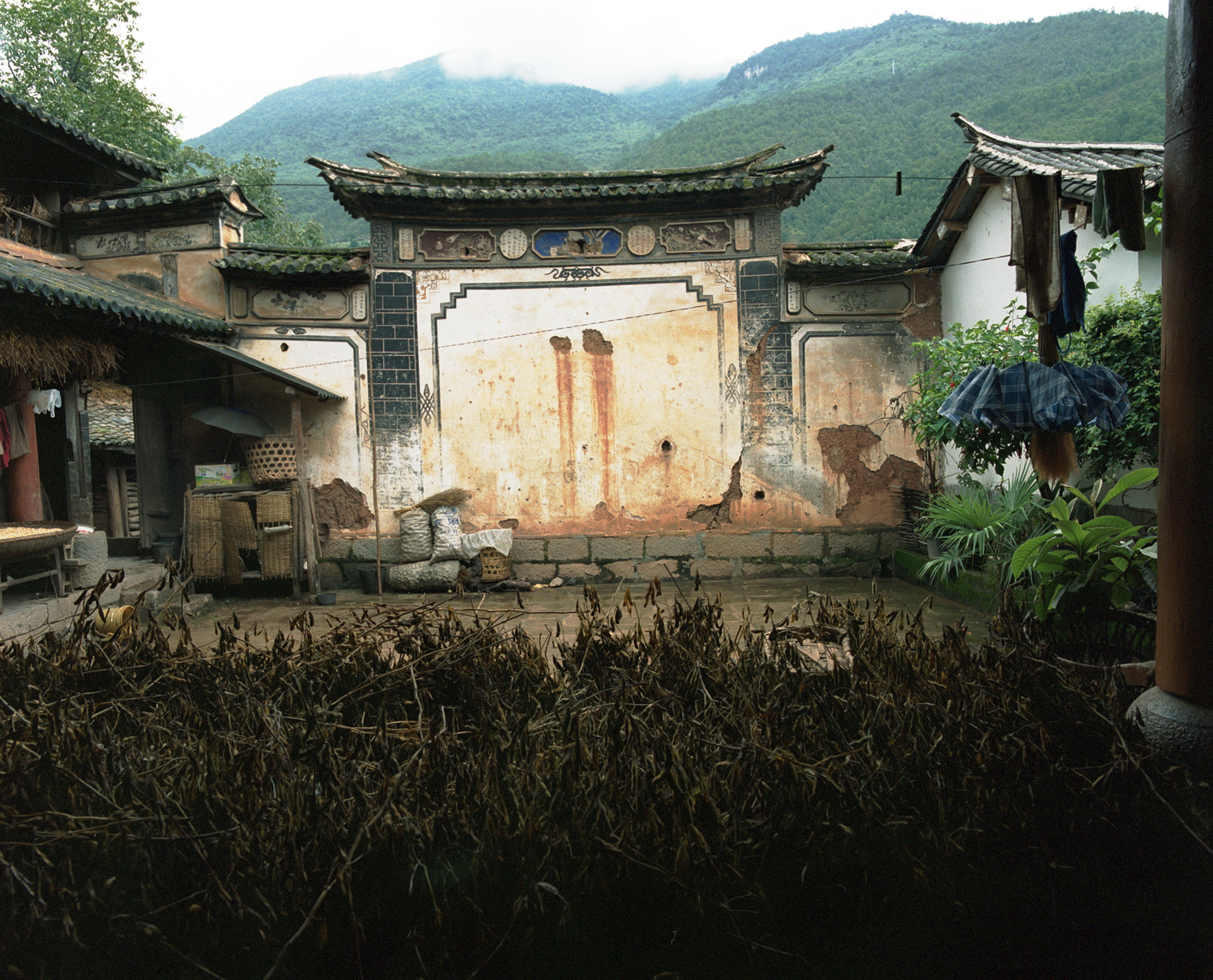 2008 Yunnan - one of the courtyards in the big house.