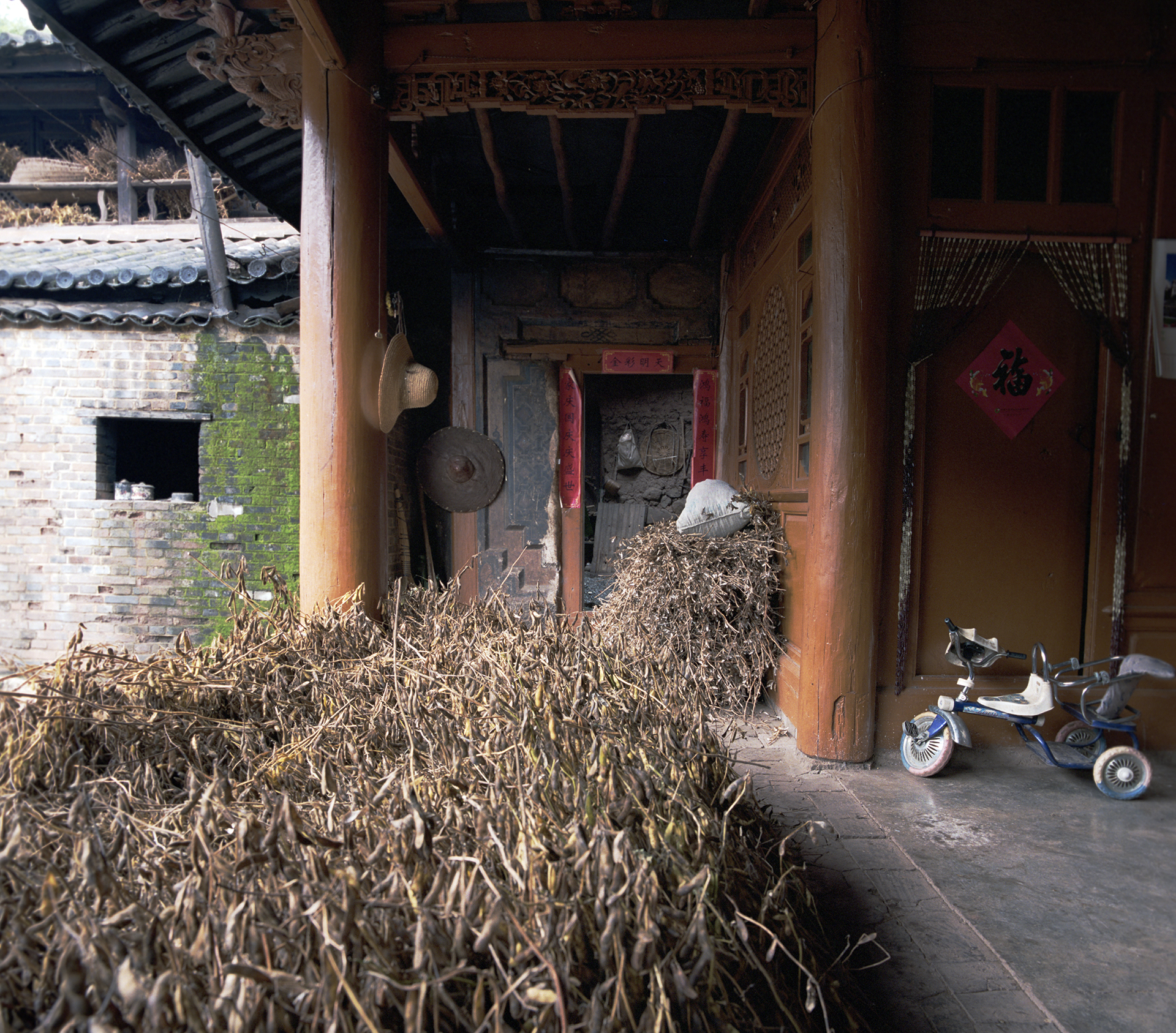 2008 Yunnan - on the porch you can clearly see the remnants of the old house.