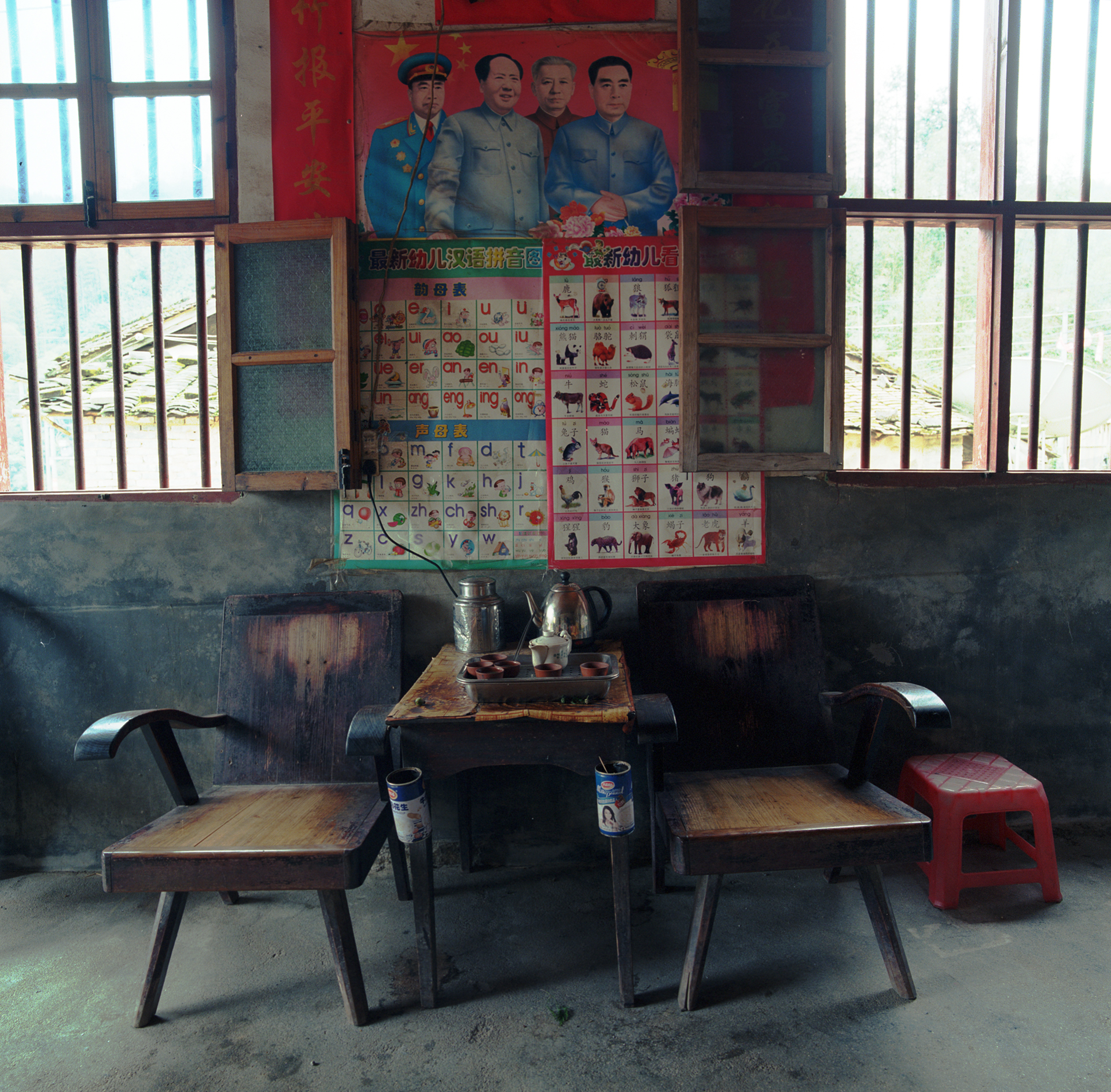 2009 Fujian - home along the road. All utensils, needed to make tea in the traditional way, ready for use.