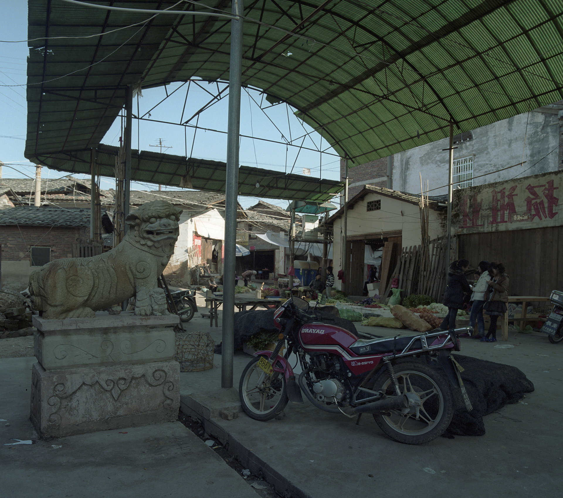 2009 Fujian - entrance to the village. For motorbikes is inside the village no space.