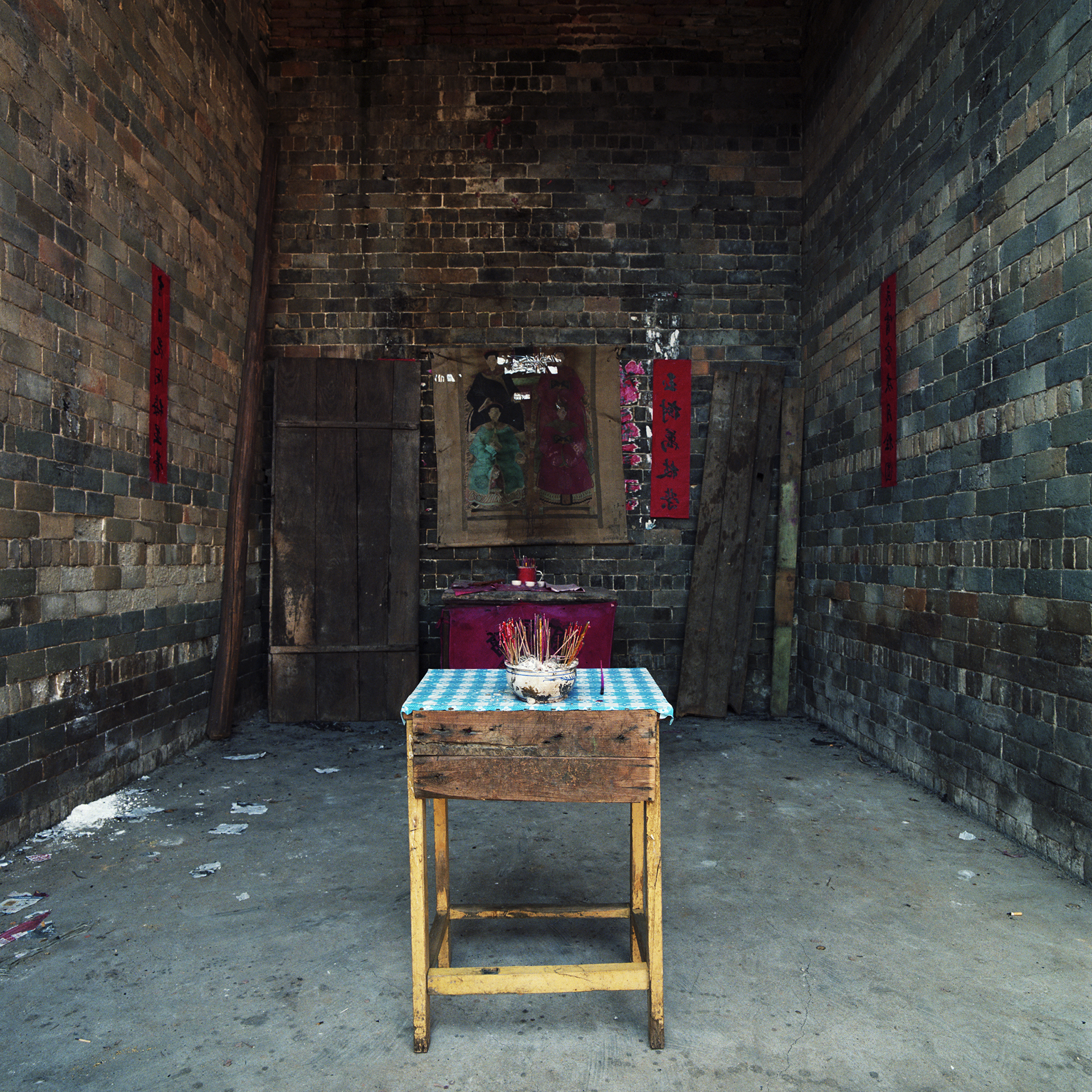 2009 Fujian - altar in the village hall. All ancestor placards are gone, destroyed by the red guards.