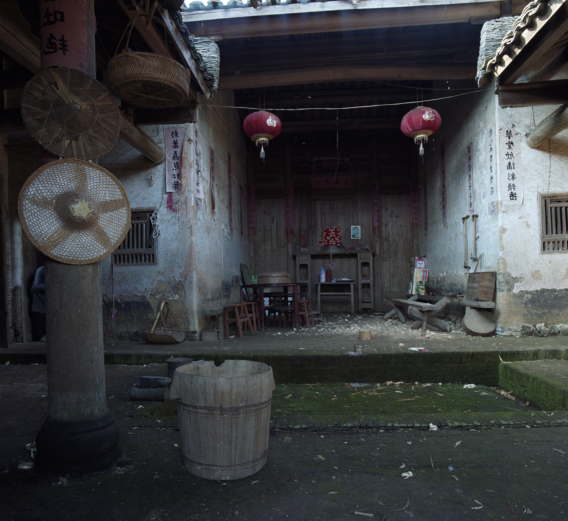 2009 Fujian -Communal court and water basin. Rain water was collected here.