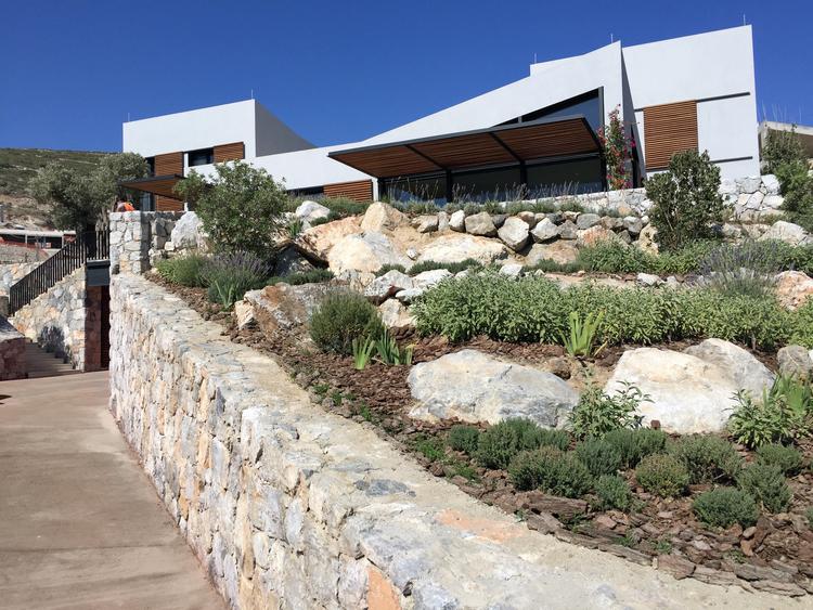 Boulders+as+landscape+retaining+at+the+mock-up+villa.jpg