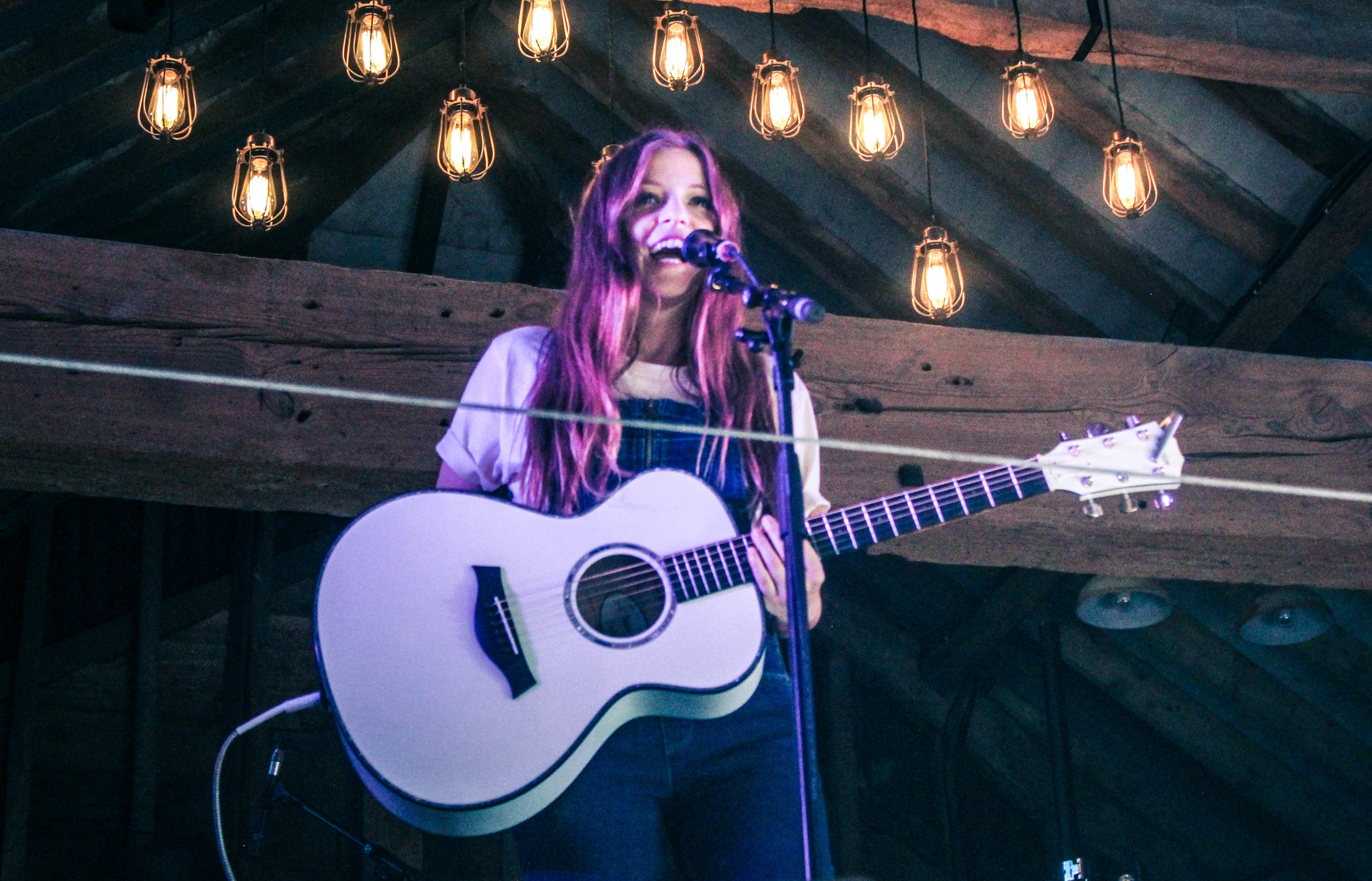 Jade Bird at Barn on the Farm - Photo © Concentus Music